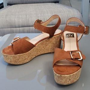 dolce vita platform suede tan sandals